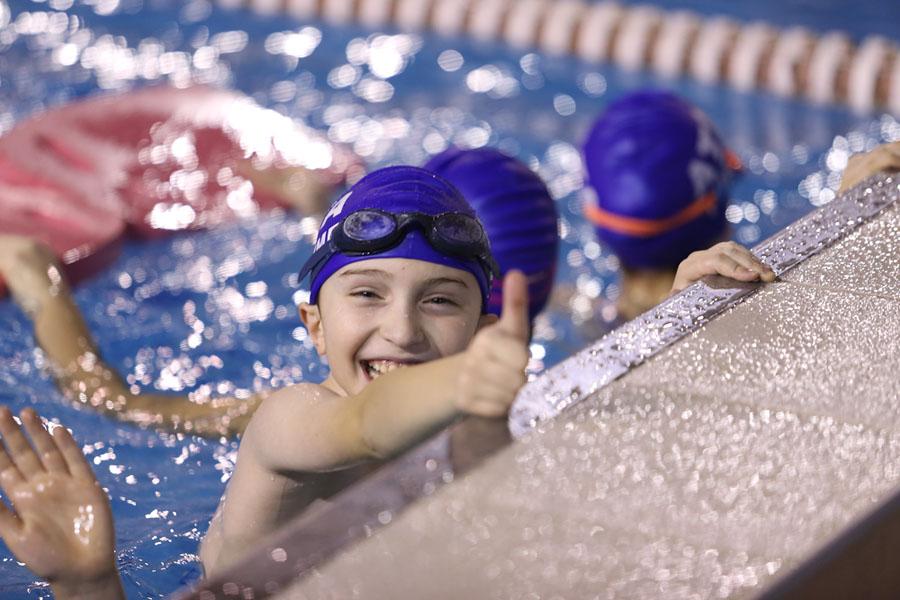yüzme öğrenen çocuk ile ilgili görsel sonucu