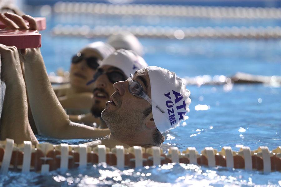 yetişkinler için özel yüzme dersi