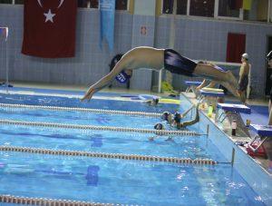 Suya Balıklama Atlama 2015 Aralık Yakacık Yüzme Havuzu