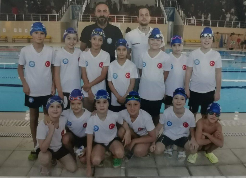 Anadolu yakası Ata yüzme spor kulübü profesyonel yüzme okuludur.