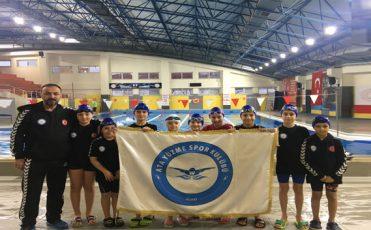 10 Yaş İstanbul Şampiyonu Ata Yüzme'den Çıktı